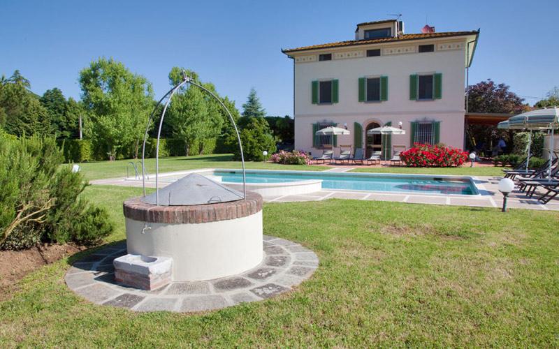 Exterieur villa colombai orentano pi for Exterieur villa