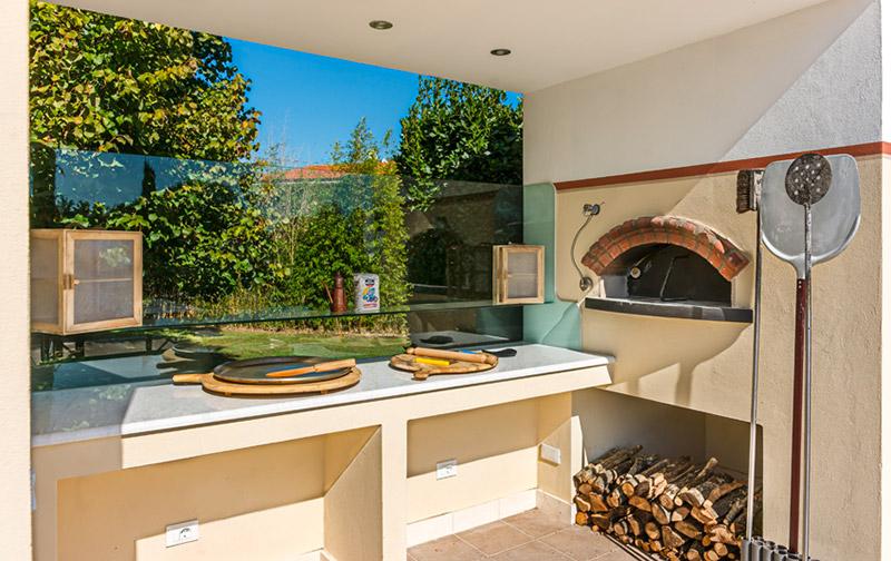 Un forno a legna perfetto per farsi delle vere pizze Made in Italy