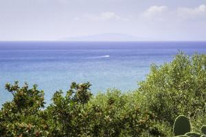Spiagge sabbiose e lunghi tratti scogliosi per la cosiddetta Costa degli Etruschi