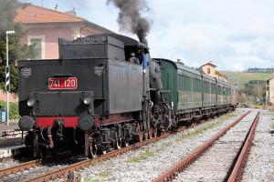 Motrici a vapore e carrozze d'epoca